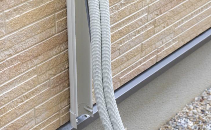 外壁と配管カバー